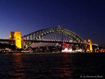 Harnour Bridge à Sydney de nuit