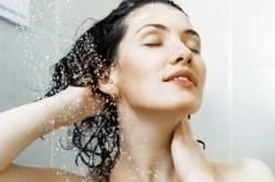 fille sous la douche
