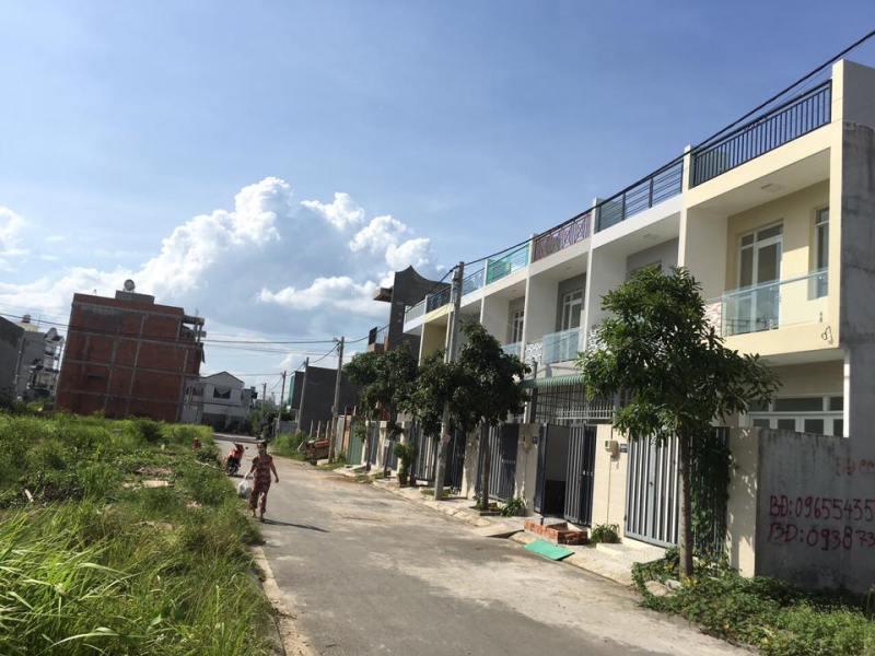 Nhà phố sau chợ Long Trường Quận 9 (đường nhựa rộng 7m)