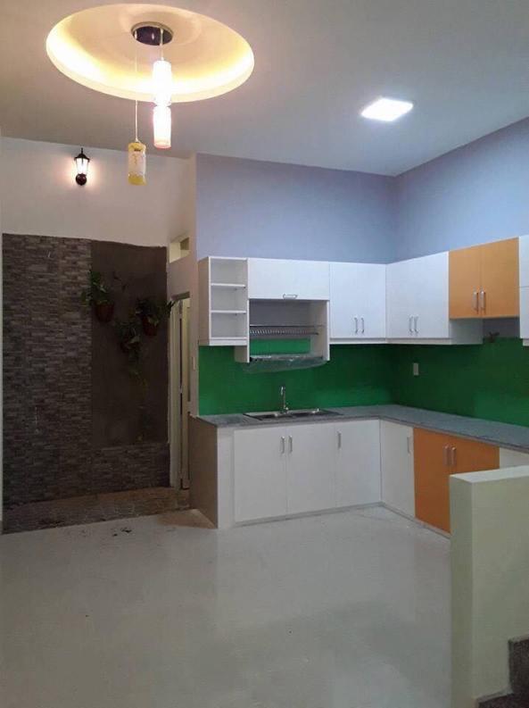 Phòng bếp và khu vực rửa ở dưới