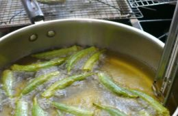 okra frying