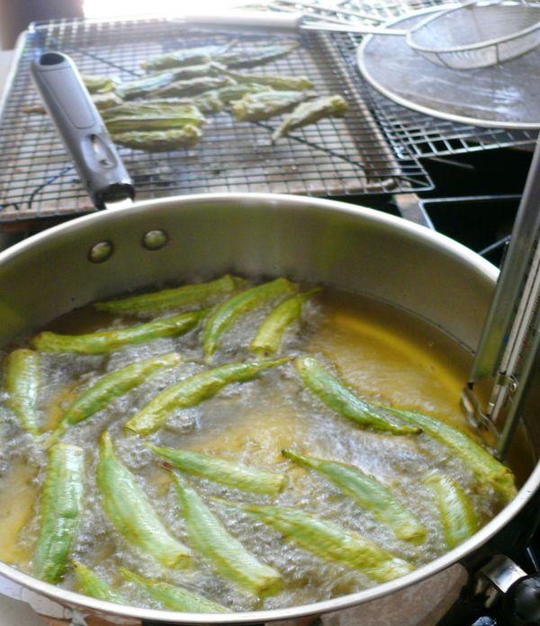okra frying
