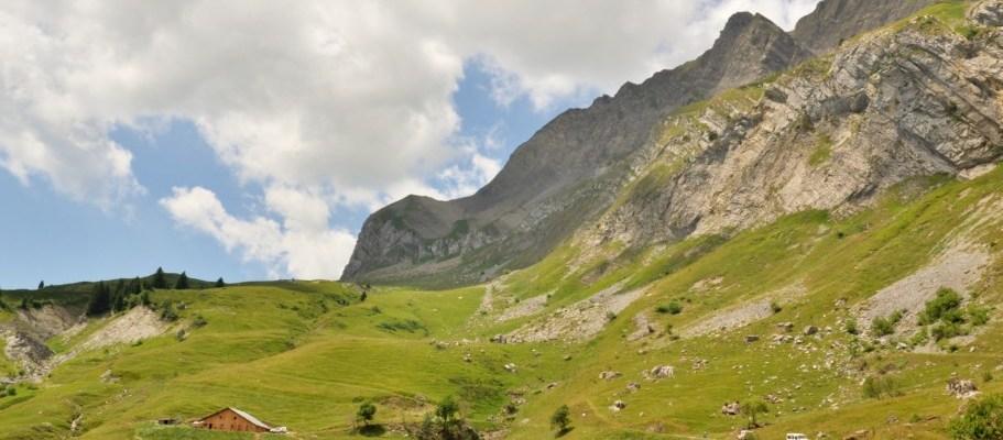 Randonnee a la chevrerie en alpage, au pied des Aravis