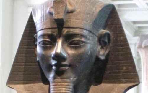 ROXANE - Les spécialistes égyptiens des Pharaons