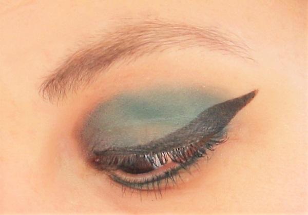 maquillage vert gris