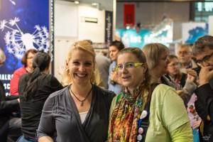 Katrin Rodeit mit Buecher Loewe beim Gemeiner Bloggertreffen