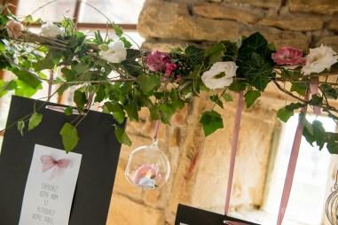 mariage-decoration-fushia-vignes-fleurs-miroir-les-embellies-d-amelie-domaine-de-la-ruisseliere-cecile-creiche07
