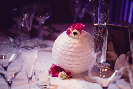 mariage-decoration-vase-tube-fleur-moderne-bougies-les-embellies-d-amelie-chateau-de-pizay-loovera-photographie0