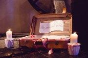 mariage-decoration-vase-tube-fleur-moderne-bougies-les-embellies-d-amelie-chateau-de-pizay-loovera-photographie02