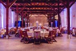 mariage-decoration-vase-tube-fleur-moderne-bougies-les-embellies-d-amelie-chateau-de-pizay-loovera-photographie12