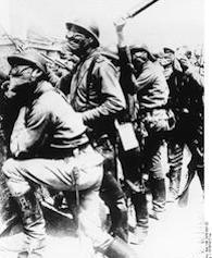 Champagne, russische Soldaten mit Gasmaske