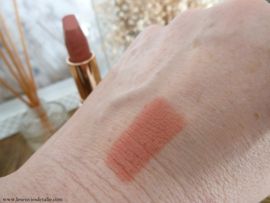 Swatch du hot Lips IN Love with Olivia
