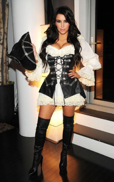 kim-kardashian-pirate