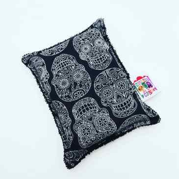 Eponge têtes de mort mexicaines fond noir
