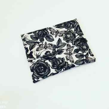 Pochette à savon roses noires