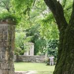 sculpture d'un buste d'homme dans le jardin du saulies