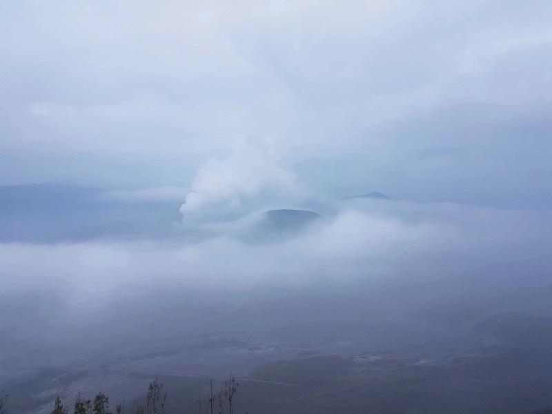 Indonésie, lever de soleil nuageux sur le Mont Bromo ⛅ 1