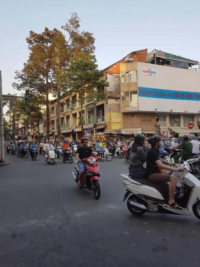 Vietnam, premiers pas dans la ville d'Hô Chi Minh 👟 5