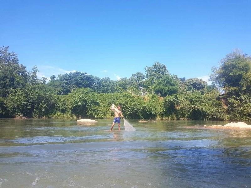 Laos, quand tu te prends pour Pocahontas sur un canoë à Vang Vieng 🛶 18