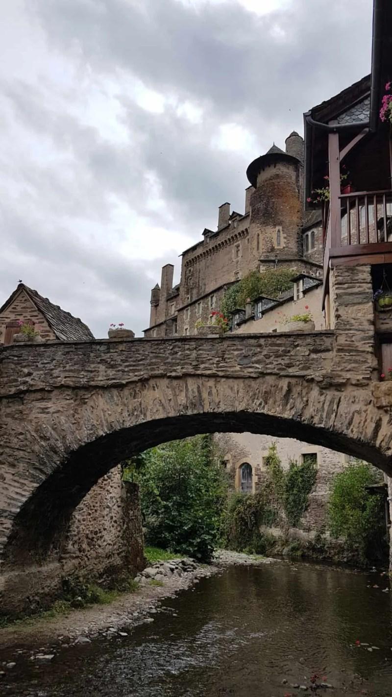 Chemin de Compostelle, on visite le charmant village d'Estaing 🌺 32