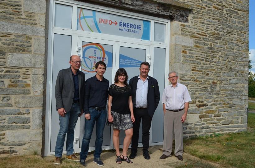 de gauche à droite Pierrick Allard, directeur du pays de ploermel, coeur de Bretagne, Bastien Legavre, Marie-Pierre Meillan de l'ADEME, Patrick Le Diffon et Alain Launay