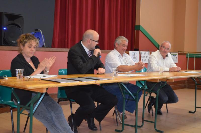 Le président du club, Rémy Le Lausque a annoncé qu'il était malade et a demandé un vote de confiance qu'il a obtenu à l'unanimité