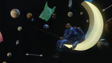 Timothée Joly tutoie les cieux dans son nouveau clip