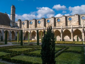 Abbaye-de-Royaumont-cloitre-1