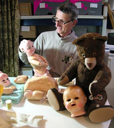 Éric Giovannini restaurateur de poupées