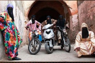 """Hassan Hajjaj, """"Maître marocain du Pop Art"""" encensé par Le Monde"""