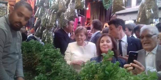 Angela Merkel aperçue sur la place Jemaa El-Fna de Marrakech (PHOTOS & VIDEO)