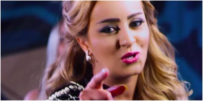 Zina Daoudia dédie une chanson au roi Salmane, la Toile en colère (VIDEO)