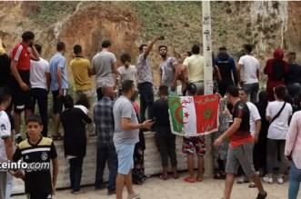 Maroc-Algérie: le geste fort d'un supporter à la frontière (VIDEO)
