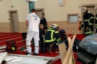 France: un homme fonce délibérément en voiture sur une mosquée