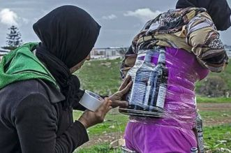Bab Sebta: la photo d'une marchande informelle interpelle la Toile