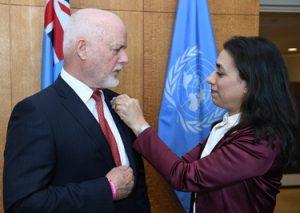 Peter Thomson, Président de l'Assemblée générale des Nations Unies, et Laura Elena Flores Herrera, représentante permanents du Panama. UN Photo/Evan Schneider