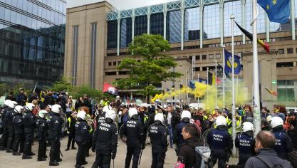 Bruxelles: la police procède à l'arrestation de gilets jaunes près de la Grand-Place (vidéo)