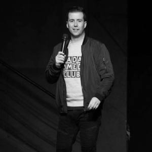 L'humoriste Jeremy Bacardi, organisateur du Fada Comedy Club