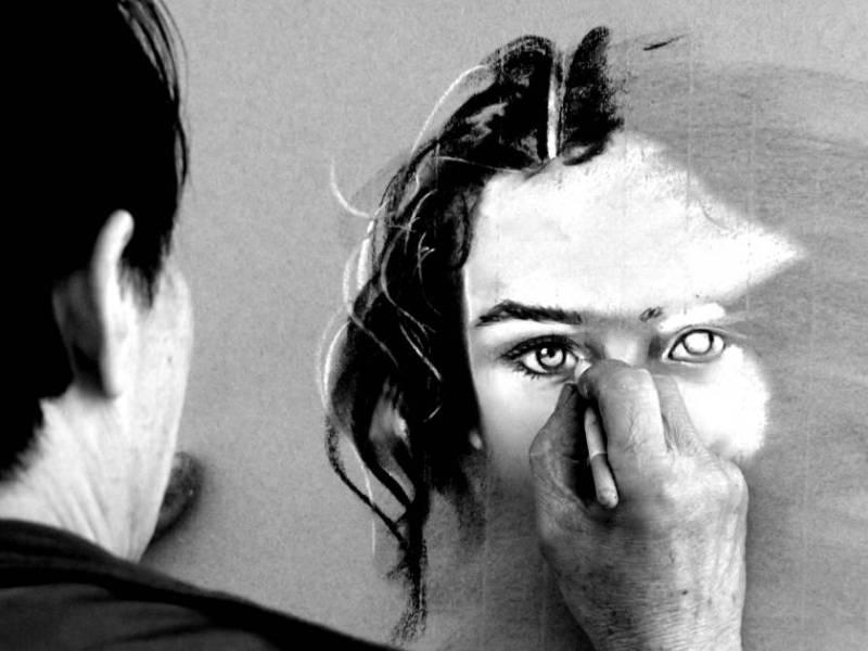 Doute de l'artiste : un dessinateur travaille à reproduire un visage inachevé