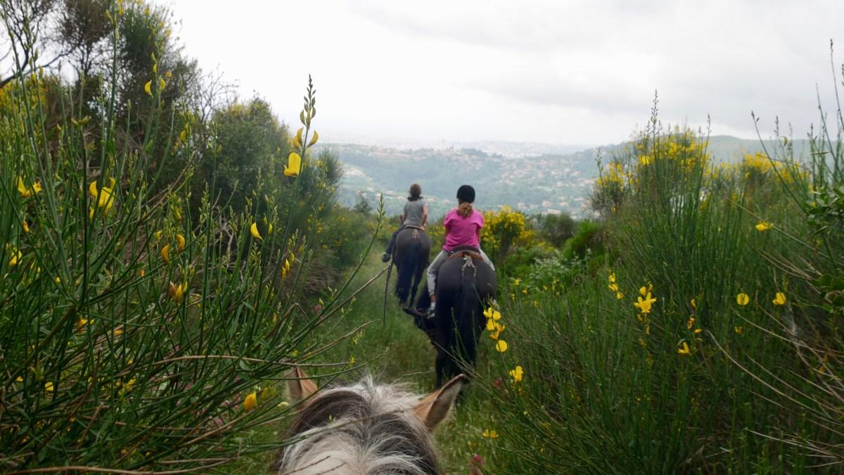 a cheval sur les monts