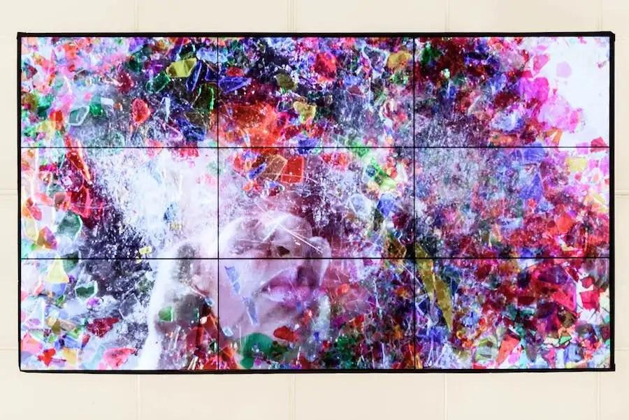 Mika Rottenberg, Untitled Ceiling Projection (video still), 2018 - Installazione video a canale singolo con sonoro - Ca. 7' - Dimensioni variabili - Veduta di allestimento presso MAMbo – Museo d'Arte Moderna di Bologna, 2019 - Photo credit: Giorgio Bianchi | Comune di Bologna Courtesy l'artista e Hauser & Wirth - Opera prodotta con il sostegno di: Goldsmiths Centre for Contemporary Art, Londra; Kunsthaus Bregenz; MAMbo – Museo d'Arte Moderna di Bologna
