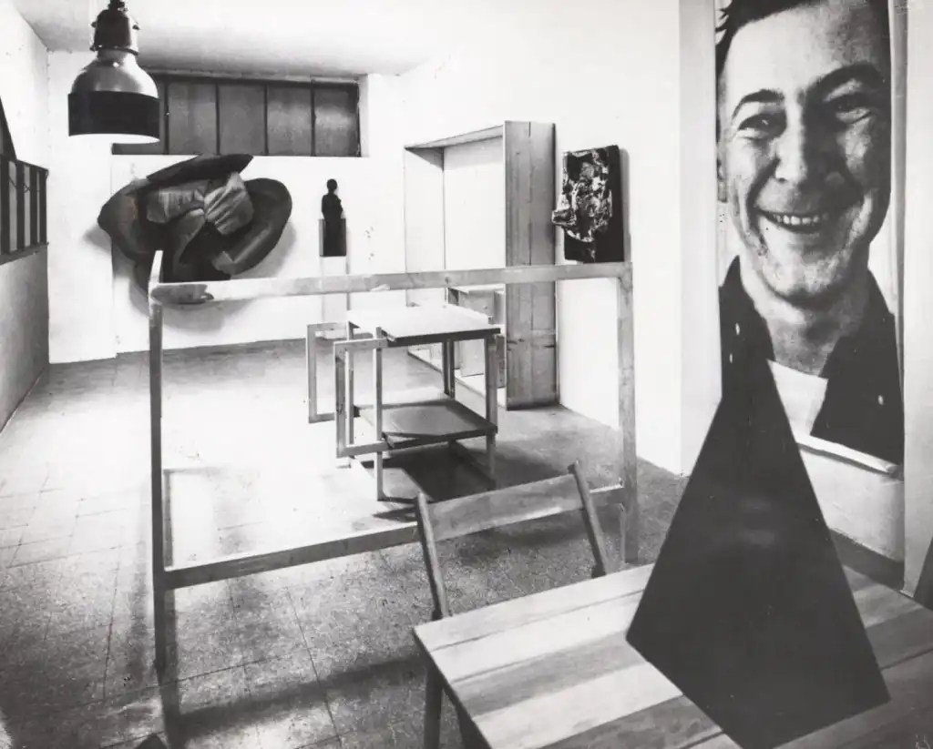 L'installazione di Michelangelo Pistoletto Minus Objects nel suo studio live-in, 1965-66; foto: Brassa via Flashart