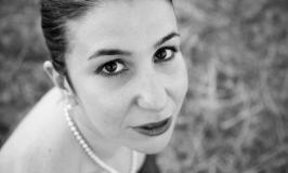"""Maria Del Vecchio, """"la poesia è un assedio""""."""
