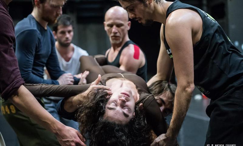 'A. Semu tutti devoti tutti?' di Roberto Zappalà, torna in coproduzione con il Teatro Stabile di Catania.