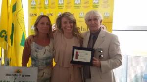 Enzo Marascio con la figlia Lucia (al centro) alla premiazione Expo