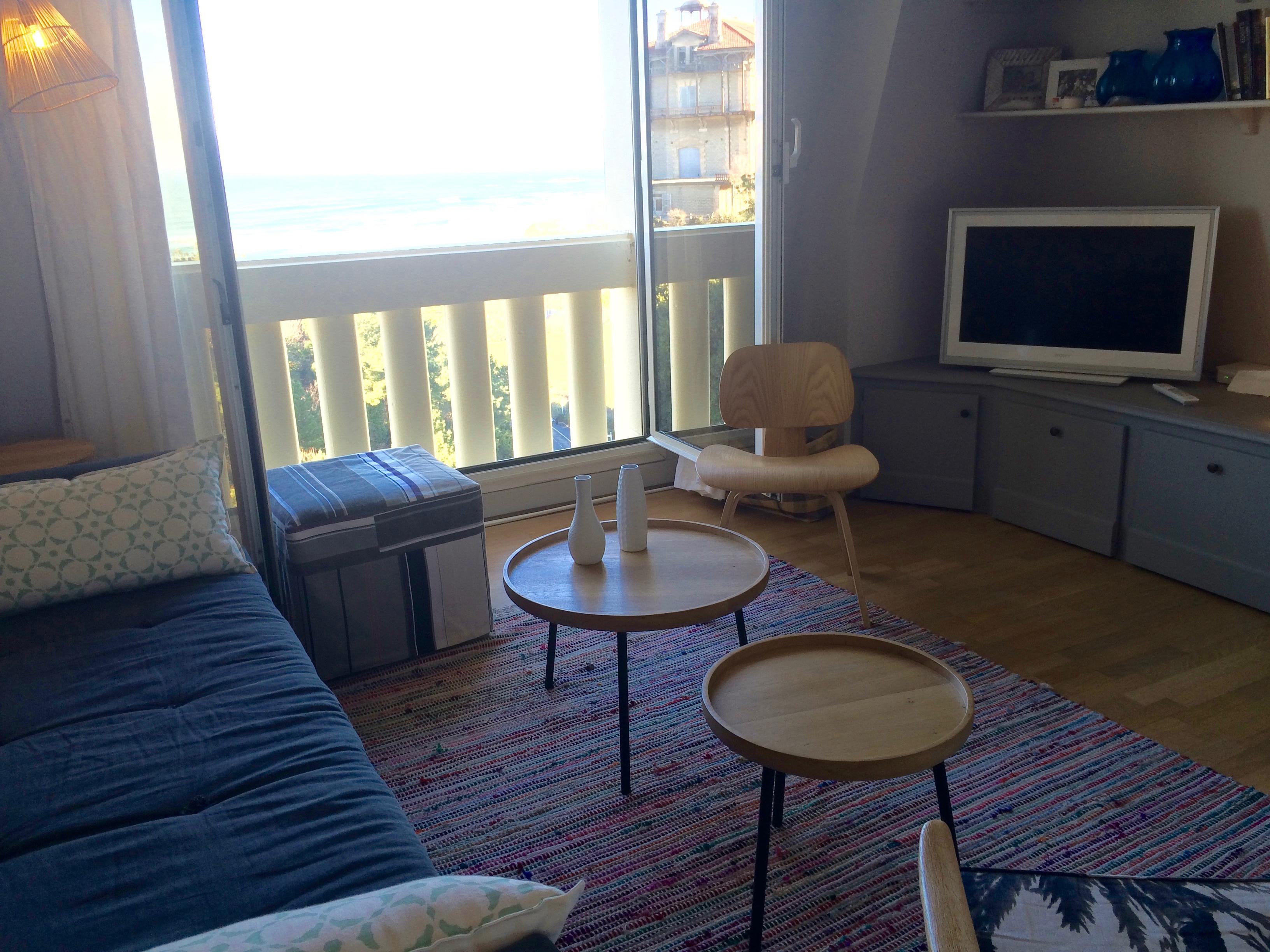 Appartement meuble voletsbleus biarritz les volets bleus for Appartement meuble