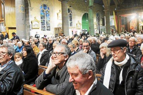 Une foule impressionnante, environ 450 personnes, s'est retrouvée à l'église.