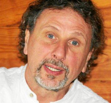 Dominique Joffre a pour habitude d'introduire ses chansons par des textes.