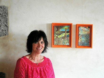 Barbara Thaden devant «le temps ne passe pas» et c'est ce qu'on se dit en parcourant son exposition.