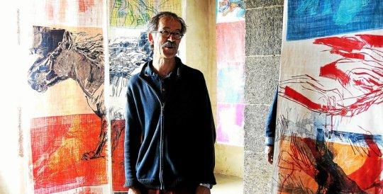 Après des études aux Beaux-Arts de Brest et Nîmes, Michel Thépaut enseigne au lycée Vauban à Brest.